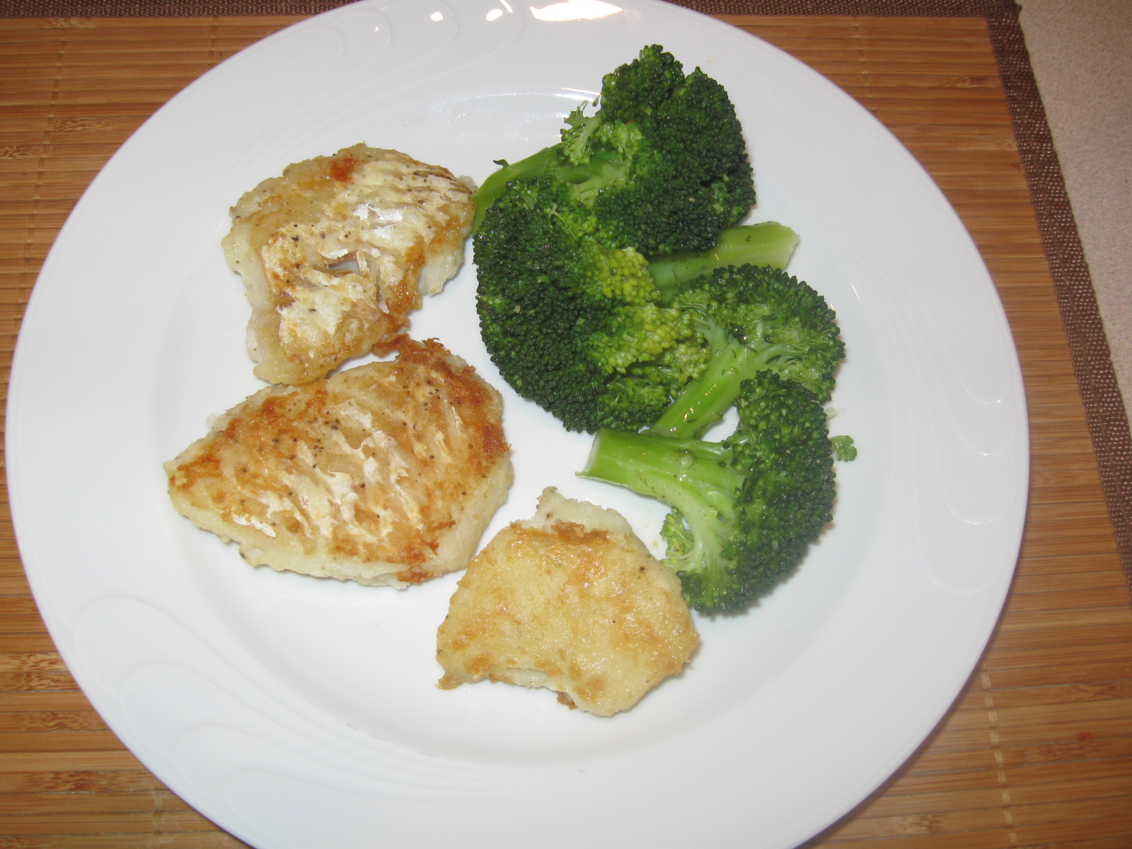 Cod fish with steamed broccoli mydinnertoday for Fish and broccoli diet