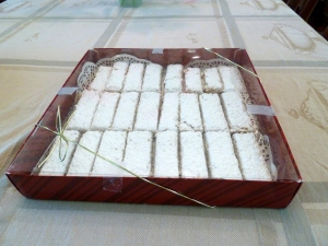 lemon bars in a box