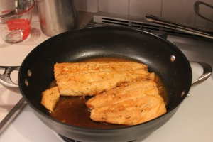 Salmon with orange and soy in the pan