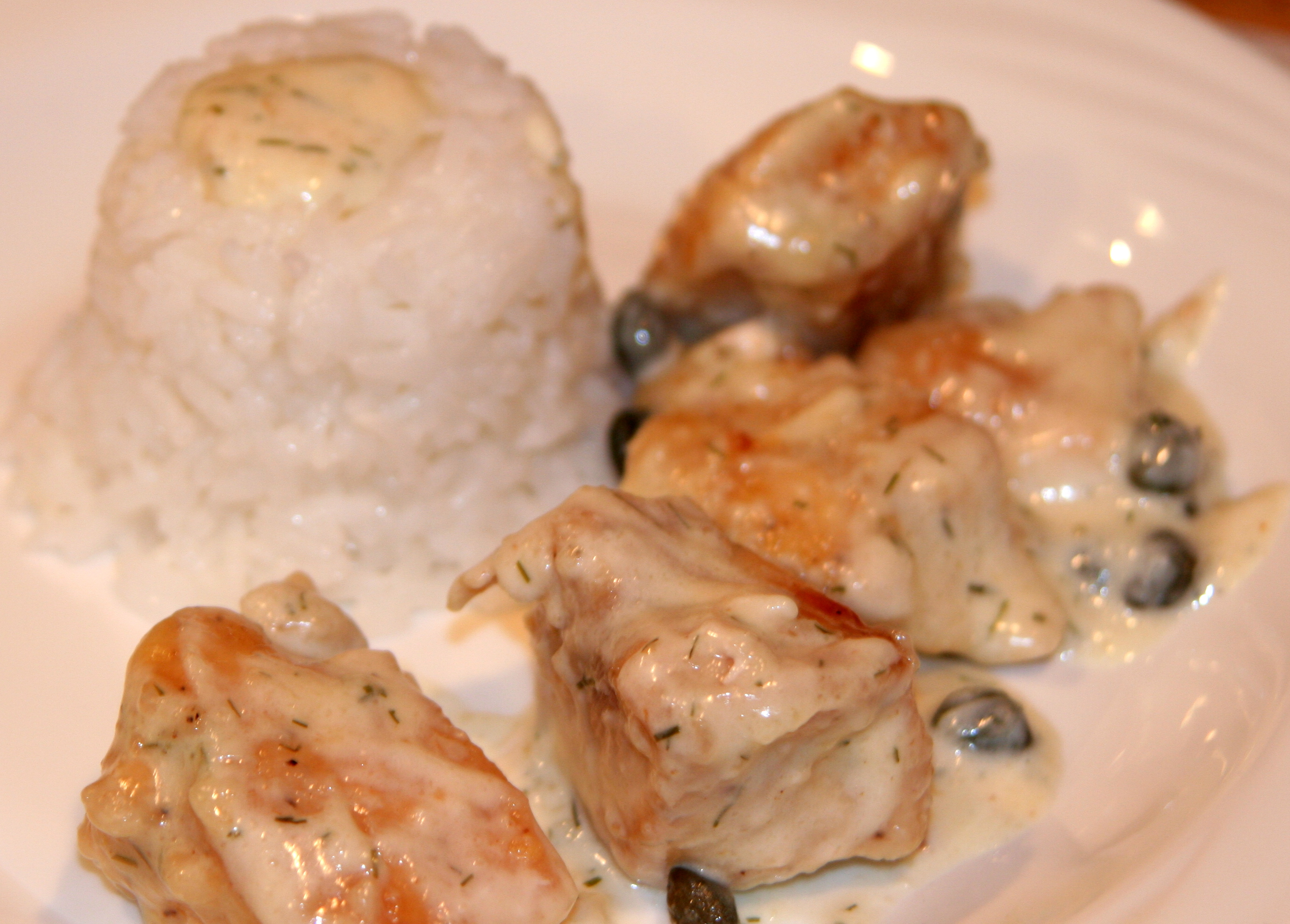 Chicken with cream sauce and capers served with rice