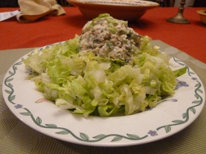 Lettuce with tuna salad