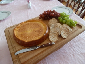 ricotta pie with crackers and grapes