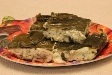 Yogurt pie with vine leaves